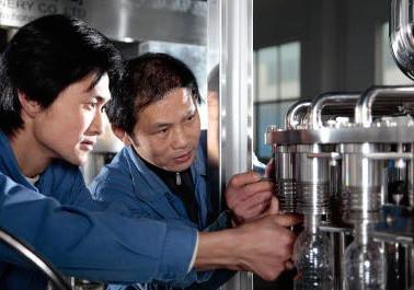 water bottling plant install Engineer team
